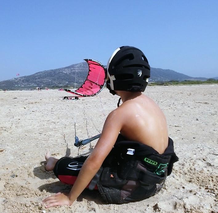 foto niño kitesurf